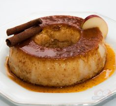 apple pudding recipe with honey and cinnamon Fancy Desserts, Sweet Desserts, Delicious Desserts, Portuguese Desserts, Portuguese Recipes, Honey Recipes, Sweets Recipes, Apple Pudding Recipe, Brazil Food