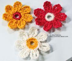 Crochet Daisy Designs. ☀CQ #crochet #crochetflowers http://www.pinterest.com/CoronaQueen/crochet-leaves-and-flowers-corona/