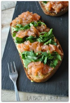 Tartine with Scottish salmon, avocado and chopped hand-made salad . - Tartine with Scottish salmon, avocado and chopped salad from la-main-a-la-pate. Healthy Cooking, Healthy Eating, Cooking Recipes, Healthy Recipes, Salad Recipes, Comida Kosher, Tapas, Bruchetta, Salmon Avocado