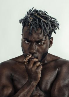 Fuzzy, medium cut, forward swept – these dreads look incredible. The undercut also helps make the look even tighter and more modern. If I were you, I'd bookmark this one! Dreadlock Hairstyles For Men, Black Men Hairstyles, Winter Hairstyles, Haircuts For Men, Curly Hairstyles, Wedding Hairstyles, Blonde Dreadlocks, Short Dreads, Dreadlocks Men
