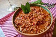 Molho Bolonhesa. O molho bolonhesa é uma receita bem simples de se fazer e que vai dar um toque especial para suas massas, como macarrão, lasanha etc.