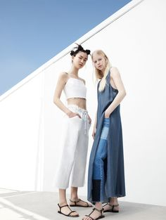 Shop the latest Fashion trends from the popular designer brands. Fashion Poses, Fashion Shoot, Editorial Fashion, Denim Editorial, Foto Fashion, High Fashion, Trendy Fashion, Couple Photography, Editorial Photography