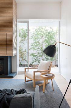 Decoración de un interior contemporáneo y minimalista con blanco y madera