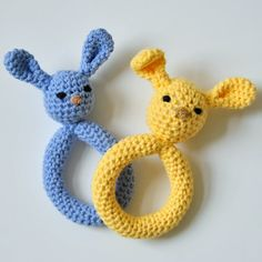 Crochet a darling plush bunny teething ring for baby's Easter basket! This simple step-by-step photo tutorial will walk you through.