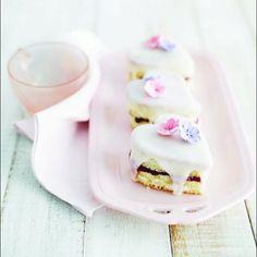 petit four Tea Cakes, Mini Cakes, Cupcake Cakes, Pretty Cakes, Beautiful Cakes, Petit Cake, Köstliche Desserts, Cute Food, Let Them Eat Cake