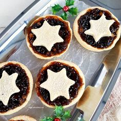 Sweet, fruity Traditional Christmas Fruit Mincemeat Pies - easy to make, easy to eat ! Christmas Tea, Christmas Sweets, Christmas Cooking, Mince Recipes, Candy Recipes, Best Christmas Recipes, Holiday Recipes, Mini Pie Crust, Mincemeat Pie
