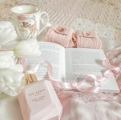 Sunday is my favourite day where I can rest and read a book watch a romantic fi Miss Sugar Pink Aesthetic Images, Aesthetic Rooms, Aesthetic Wallpapers, Peach Aesthetic, Aesthetic Vintage, Vintage Princess, Pink Princess, Vintage Girls, Pastel Pink