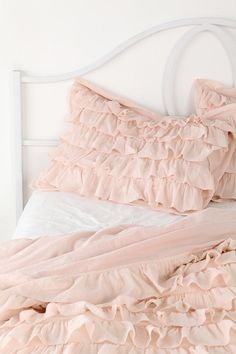 i'm going to have to buy ruffled bedding for some where in my house since clearly, i love it.  :)