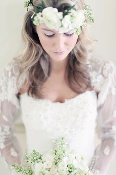 [bride] I like the headpiece and the dress, very pretty