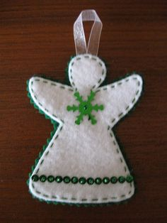 Green and White Angel Ornament Christmas Ornament Template, Christmas Angel Ornaments, Felt Christmas Decorations, Ornament Crafts, Xmas Crafts, Felt Crafts, Christmas Poinsettia, Fabric Ornaments, Felt Ornaments