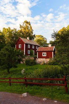 Farm, Barn, Wood, Stone & Steel(love for rustics) — sveariket: Småland, Sweden Swedish Farmhouse, Swedish Cottage, Red Cottage, Swedish House, Beautiful Homes, Beautiful Places, Red Houses, Wooden Houses, Scandinavian Home