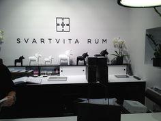 Svartvita rum Rum, House Design, Inspiration, Home Decor, Biblical Inspiration, Decoration Home, Room Decor, Architecture Illustrations, House Plans