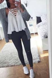 teen-fashion-outfit-ideas-for-school-ripped-jeans-converse-sneakers-sweater-crop. - - teen-fashion-outfit-ideas-for-school-ripped-jeans-converse-sneakers-sweater-crop-top-hoodie Straight Hairstyles for You 2019 Straight Hairstyles ideas. Teenager Outfits, Teenager Mode, Teenager Girl, Teenager Fashion, Fall Outfits For School, Cute Fall Outfits, Spring Outfits, School Wear, Winter Outfits