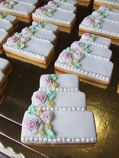 wonderful design for a bridal shower No Bake Sugar Cookies, Fondant Cookies, Cupcakes, Iced Cookies, Cute Cookies, Cupcake Cookies, Wedding Shower Cookies, Wedding Cake Cookies, Bridal Shower