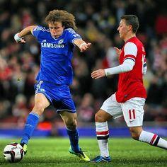 Mesut Özil and David Luiz Chelsea vs Arsenal David Luiz Chelsea, Soccer Players, Arsenal, Athletes, Football, How To Wear, Fashion, Lovers, Football Players