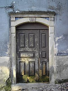 Door in Coimbra-Portugal (Photo © Doors Portugal)