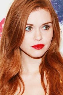 Holland Roden Fan Art: holland roden This simple hair style looks so nice but I never know what to do with my hair Cabello Hair, Red Hair Woman, Tousled Hair, Girls With Red Hair, Hairstyle Look, Red Hair Color, Beautiful Redhead, Wattpad, Hair Looks