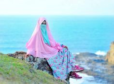 Hidup Ini Indah Walaupun Seberat Apapun Masalahmu.. Hidup Ini Penuh Warna Walaupun Tak semua warna kita suka. .  Siapapun dan dimanapun seseorang bisa menjadi bahagia hanya dengan 2 syarat. .  #Bersabarlah #dan Bersyukurlah .  Tag Sahabat-sahabat Tersayangmu  .  Follow @MuslimahIndonesiaID  Follow @MuslimahIndonesiaID  Follow @MuslimahIndonesiaID  . Untuk #MuslimahIndonesia by @intan_kocet