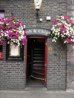 Typical London pub, The Anchor, River Thames