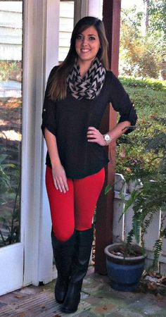 Take a look at the best what to wear with design leggings in the photos below and get ideas for your outfits! what to wear with leggings Image source Jeggings Outfit, Red Jeans Outfit, Casual Outfits, Cute Outfits, Fashion Outfits, Fall Winter Outfits, Autumn Winter Fashion, Outfit Pantalon Rojo, Colored Pants Outfits