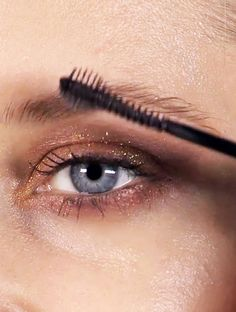 shimmery eyes & groomed brows #beauty #makeup // www.siennamuse.com