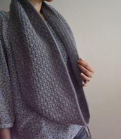 Ravelry: Cupido Cowl pattern by Hiroko Fukatsu Knit Cowl, Knitted Shawls, Crochet Scarves, Crochet Yarn, Knitting Stitches, Free Knitting, How To Purl Knit, Knitting Accessories, Knit Fashion