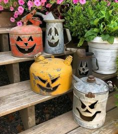 Pumpkin gas cans. how to use gas cans during halloween. Pumpkin gas cans. how to use gas cans during halloween. Source by trendytree Retro Halloween, Diy Halloween Snacks, Diy Halloween Projects, Theme Halloween, Halloween Designs, Halloween Home Decor, Diy Halloween Decorations, Halloween House, Holidays Halloween