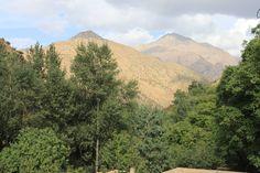 Karge Berghänge und sattes Grün im Ourika-Tal im Hohen Atlas, Marokko Marrakech, Mount Rainier, Mountains, Nature, Travel, Morocco, Waterfall, Places, Viajes