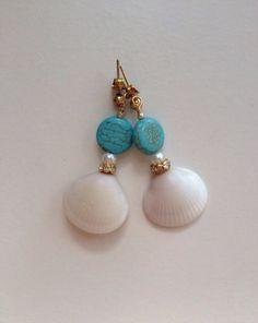 Seashell earrings beach wedding by ishkabibblesdesigns on Etsy Witch Jewelry, Seashell Jewelry, Seashell Necklace, Moon Jewelry, Sea Glass Jewelry, Beaded Earrings, Earrings Handmade, Beaded Jewelry, Handmade Jewelry