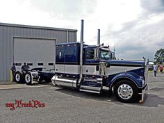 The Way We Trucked Back In The Day Big Rig Trucks, Semi Trucks, Cool Trucks, Custom Big Rigs, Custom Trucks, Diesel Cars, Diesel Trucks, Big Ride, Heavy Construction Equipment