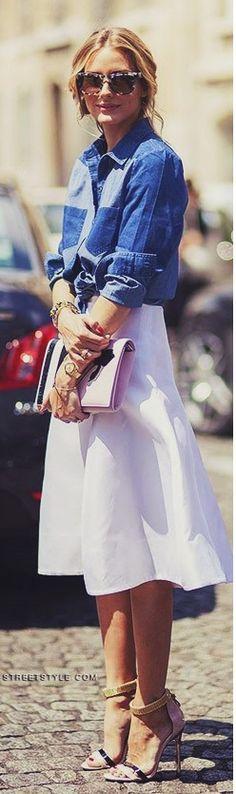Saia midi + camisa jeans + sandália