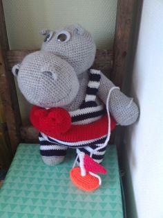 Gehaakt nijlpaard met zwemband.