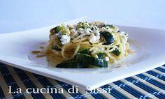 SPAGHETTI CON ZUCCHINE, RICOTTA E  PINOLI http://blog.giallozafferano.it/cucinasissi/spaghetti-zucchine-ricotta-pinoli/