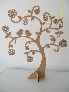 Árvore decorativa de MDF à laser. Pintura provençal. Confeccionada em outras cores também. Tamanho: 60x48 R$ 96,85