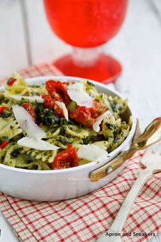 Apron and Sneakers - Cooking & Traveling in Italy and Beyond: Garlic Kale Pasta