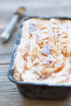 This homemade salted caramel ice cream is rich, decadent, and so easy to make! Ice Cream Desserts, Frozen Desserts, Frozen Treats, Salted Caramel Ice Cream, Toffee Ice Cream Recipes, Ice Cream Machine Recipes, Vanilla Ice Cream, Ice Cream Maker, Cake