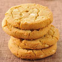 Découvrez la recette Cookies faciles au chocolat blanc sur cuisineactuelle.fr.