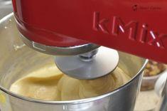 Cozonaci traditionali — Alina's Cuisine Kitchen Aid Mixer, Kitchen Appliances, Bourbon, Cakes, Kitchens, Recipe, Finger Food Recipes, Diy Kitchen Appliances, Bourbon Whiskey