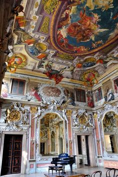 Rich in tradition, the palace, originally built in the gothic style belongs to the Zenobio family from Verona. The family acquired the palace in 1664 and sought the famous architect Antonio Gaspari to complete extensive renovations.