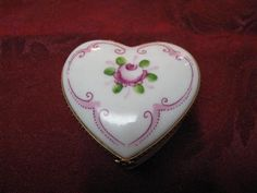 BEAUTIFUL PEINT MAIN LIMOGES SIGNED JACQUES LAVENDER HEART SHAPED TRINKET BOX