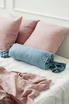 Refresh your bed with our linen duvet cover with decorative pom poms. Stone washed European linen covers for duvets and comforters. Bed Linen Sets, Linen Duvet, Linen Pillows, Bed Linens, Linen Fabric, Cylinder Pillow, Black Bed Linen, Bedding Master Bedroom, Bedroom Art