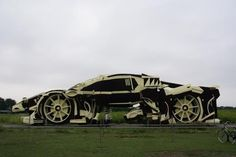 Holy cow, huge (flower)sculpture. 3 cows forming one giant sportscar. designed by Fedde van Erk & Sander van Hooydonk