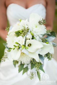 super pretty white wedding bouquet #bouquet #calalily #white http://www.kumbuya.com/george-street-photo-video-1/
