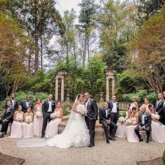 Beautiful styling of the bridal party by @milanesphotography in the swan house gardens at @atlantahistorycenter. Such a timeless portrait to remember a special day! Planning by @lemigaraquel.  #LemigaEvents #AtlantaWedding #AtlantaWeddingPlanner #weddingportrait #weddingparty #atlantahistorycenter