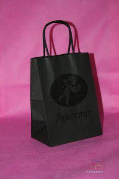 Bolsas de papel con asa rizada y personalizadas.