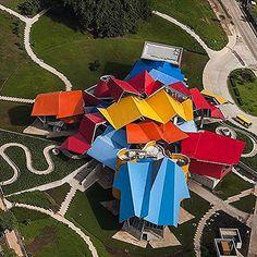 The Biomuseo par Frank Gehry - Journal du Design Zaha Hadid Buildings, Zaha Hadid Architecture, India Architecture, Landscape Architecture Drawing, Architecture Quotes, Pavilion Architecture, Modern Architecture House, House Porch Design, Frank Gehry Sketch