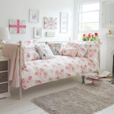 Vintage floral bedroom- a really cute way to set out your bedroom. Its very basic yet so nice!!! I would love my bedroom to look like this! You can also sit on your bed like a sofa which is a great idea if you dont have the biggest sized bedroom! xoxo