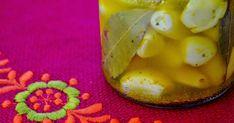 Hozzávalók:      Fokhagyma  Só  Babérlevél, oregánó, kurkuma       Elkészítés:      Megtisztítjuk a fokhagymát.  Elkészítjük a fűszeres... Panna Cotta, Ethnic Recipes, Food, Turmeric, Dulce De Leche, Meal, Eten, Meals