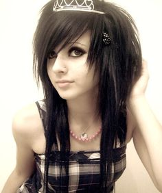 medium-emo-hairstyle-for-girls-15