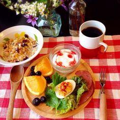 グラノーラ、卵サラダ、フルーツ、ヨーグルト。 今日の主役は卵!
